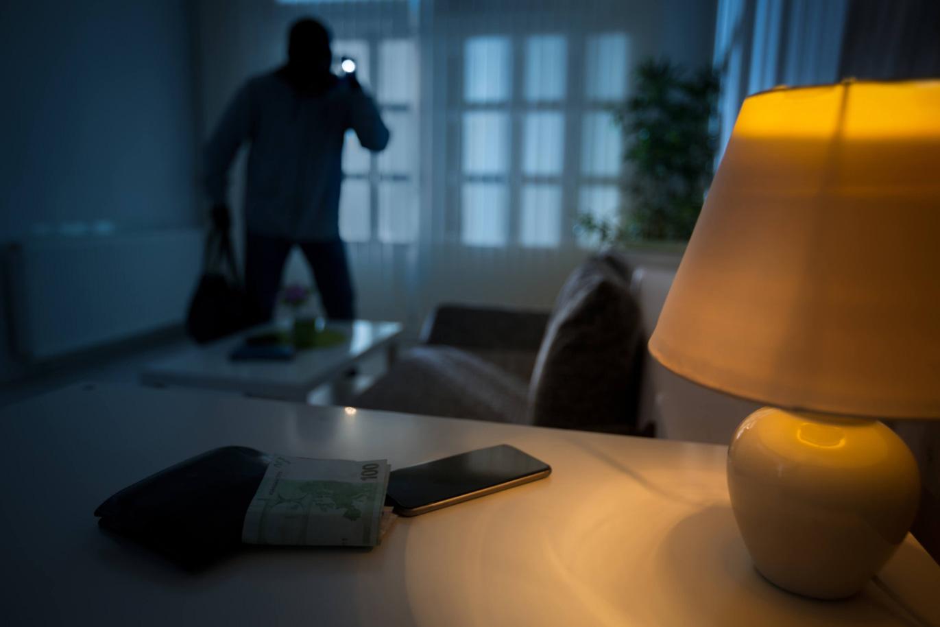 Huis veilig- Van der Vlugt Velserbroek - Kozijnen en zonwering