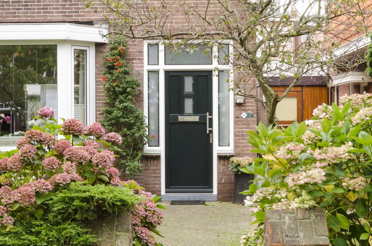 onderhoudsarme kunststof voordeur - Van der Vlugt Velserbroek - Kozijnen en Zonwering