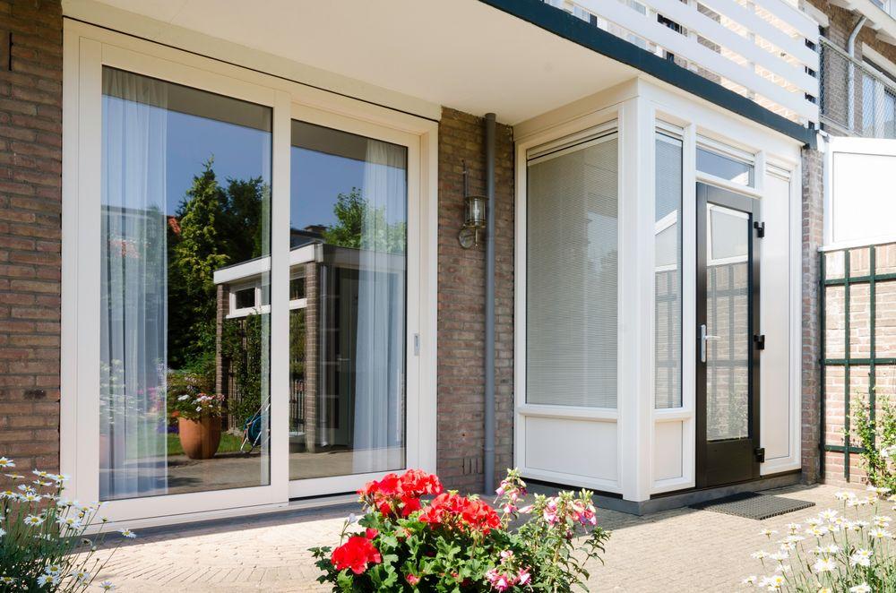 Kunststof achterdeur bij schuifpui - Van der Vlugt Velserbroek - Kozijnen en Zonwering