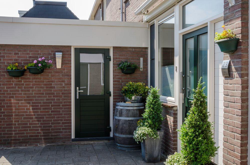 Kunststof achterdeur met raam - Van der Vlugt Velserbroek - Kozijnen en Zonwering