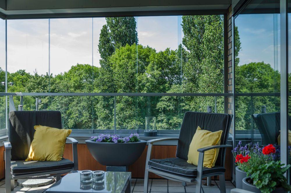 Balkonbeglazing 3 - Van der Vlugt Velserbroek - Kozijnen en Zonwering