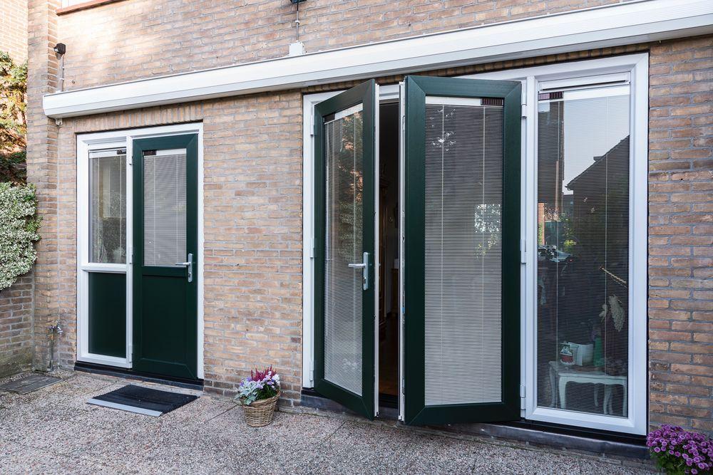Binnenzonwering in tuindeur - Van der Vlugt Velserbroek - Kozijnen en Zonwering