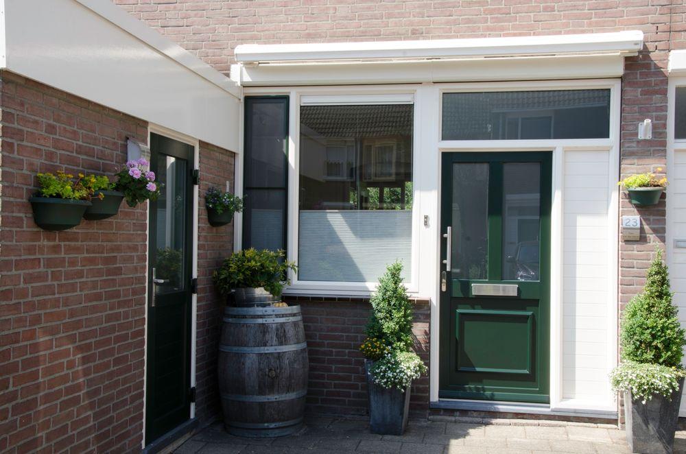 Kunststof voordeuren groen - Van der Vlugt Velserbroek - Kozijnen en Zonwering